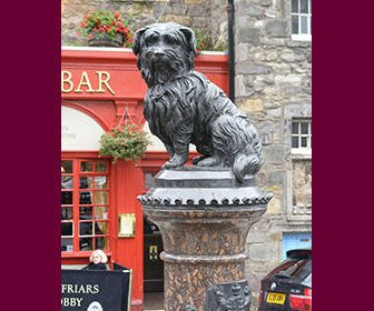 Estatua del perrito Bobby