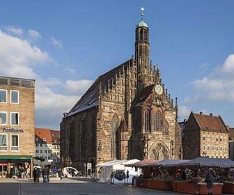 Iglesia y plaza de Nuremberg